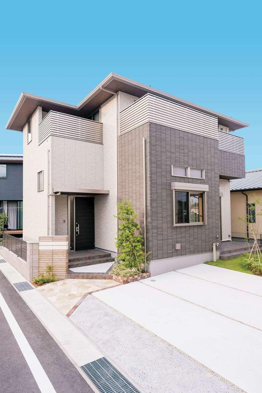 ミサワホーム静岡【デザイン住宅、収納力、間取り】シンプルながら主張を感じる外観。安心の構造に支えられて、2.5階の高さを持つ。2階はどの部屋からもバルコニーへ出られる