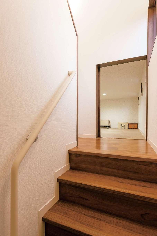 ミサワホーム静岡【デザイン住宅、収納力、間取り】1階と2階の間に設けた、大収納空間「蔵」。階段からそのまま荷物を運び入れることができ、さらに床がフラットなので活用度も大きい
