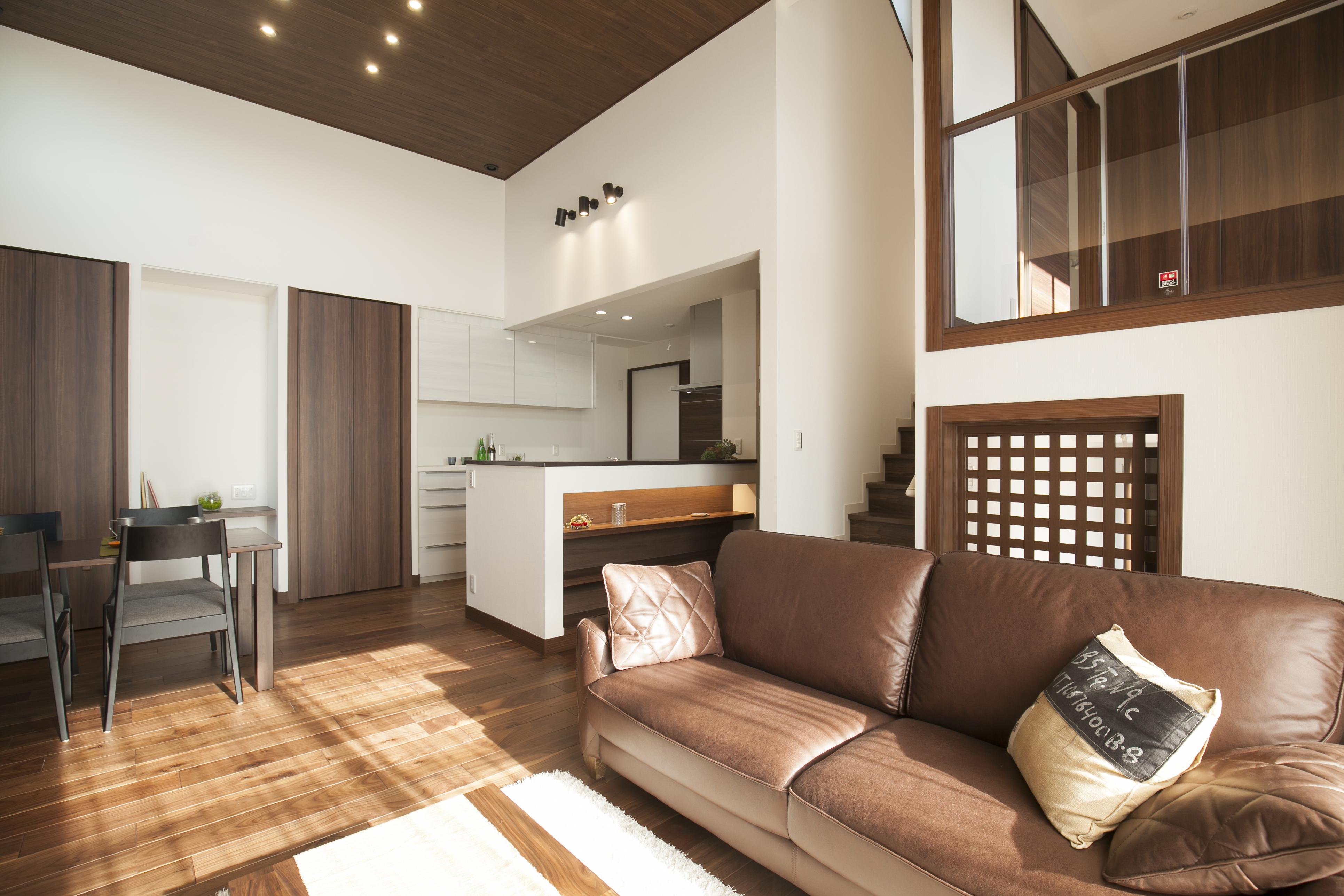 ミサワホーム静岡【デザイン住宅、収納力、スキップフロア】蔵を設けると、1層多い住まいとなり、階高は約0.5階分高くなる。この高さを利用して居室に吹き抜けを設けることが可能だ