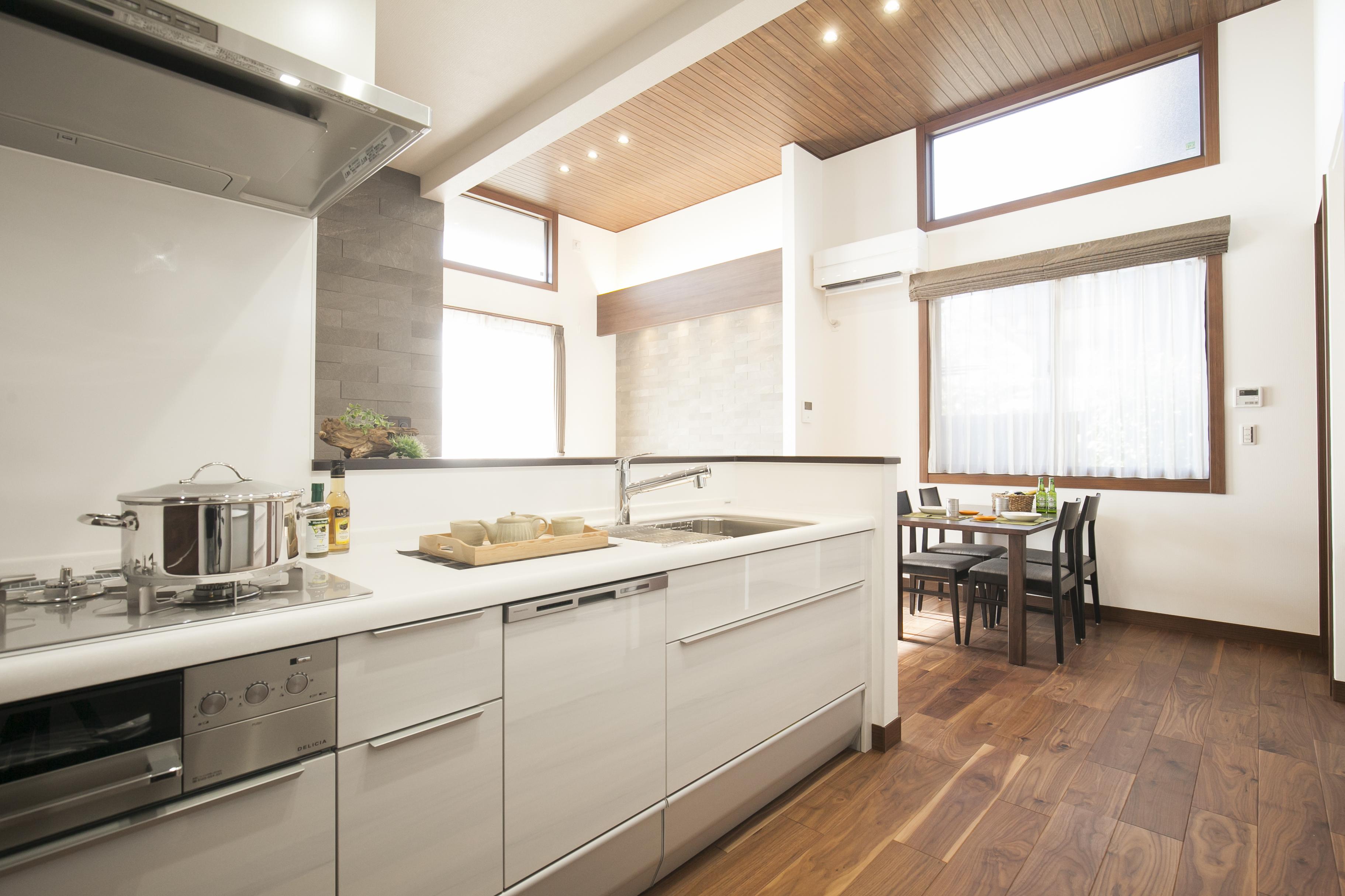 ミサワホーム静岡【デザイン住宅、収納力、スキップフロア】キッチンを中心に廻れるサーキュレーションプラン。家事動線がよく動きやすい間取り