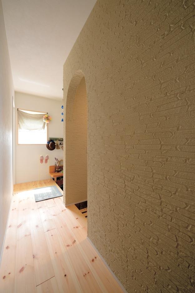 アキケンチク【1000万円台、子育て、自然素材】手仕事のやさしさと高級感が出るジョリパッドの塗り壁