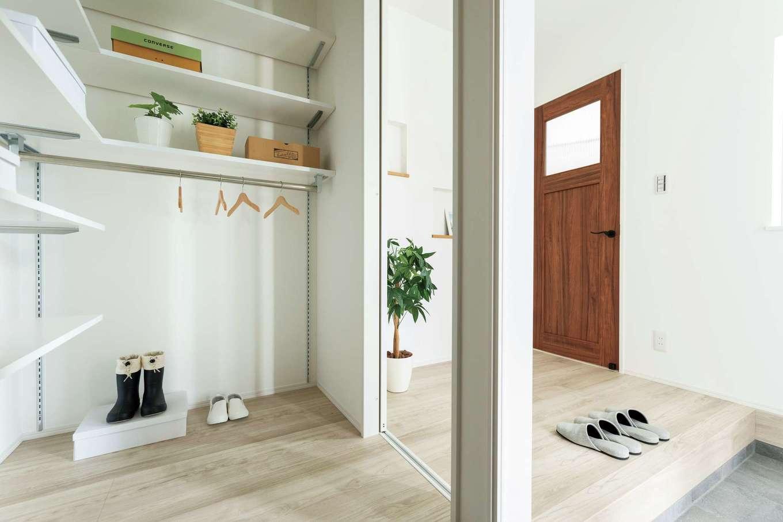 KureKen 榑林建設【デザイン住宅、省エネ、間取り】玄関は雰囲気、収納量、利便性すべてに大満足