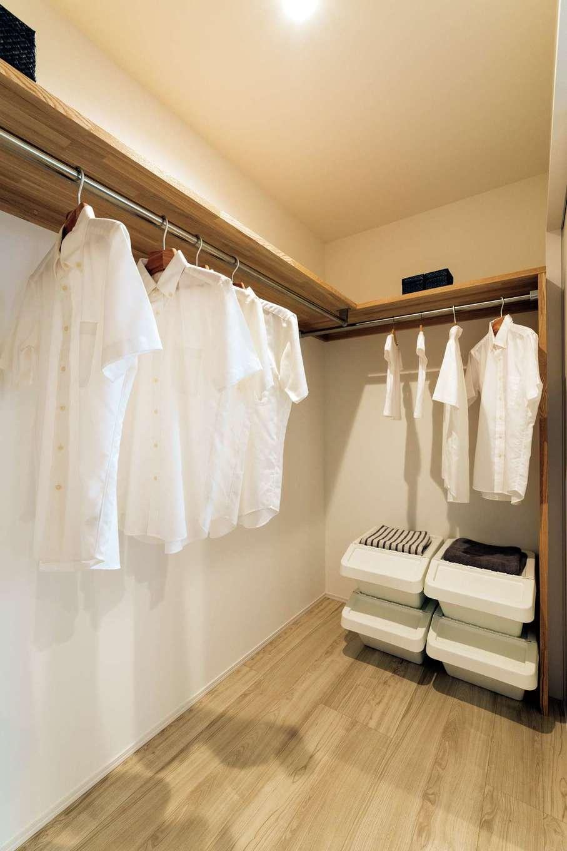 KureKen 榑林建設【デザイン住宅、省エネ、間取り】洗面脱衣室の横にウォークインを配置。すっきりと収納でき、衣類の移動も少なくて済む