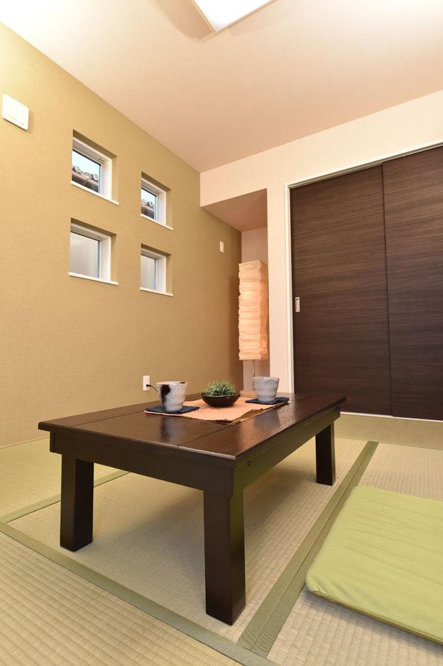 程よい広さの和室には、大きな収納スペースを備え、客室としても活用できる