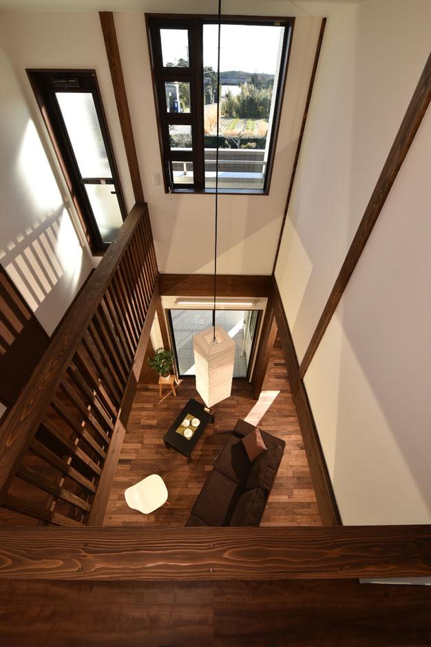 KureKen 榑林建設【デザイン住宅、省エネ、間取り】吹抜けの効果で家全体が一つの空間のように。風通しも良く、どこにいても快適に過ごせる