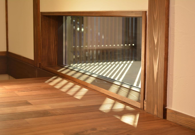 KureKen 榑林建設【デザイン住宅、省エネ、間取り】2階の階段脇には光を取り組む窓も