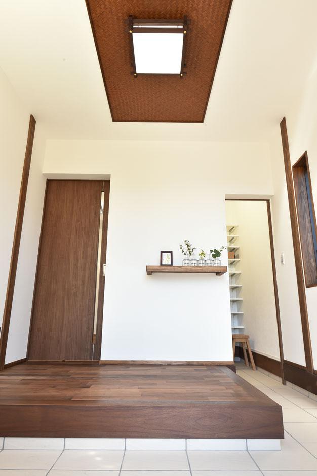 KureKen 榑林建設【デザイン住宅、省エネ、間取り】玄関奥にはシューズクロークを設置