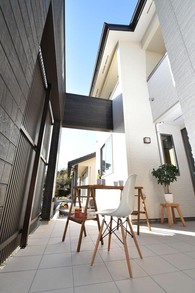 KureKen 榑林建設【デザイン住宅、省エネ、間取り】リビングから続くテラスはみんなでバーベキューも楽しめる広さ