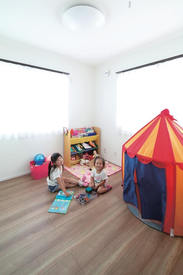 子ども部屋の床はブラウン系をチョイスし、ナチュラルな雰囲気に