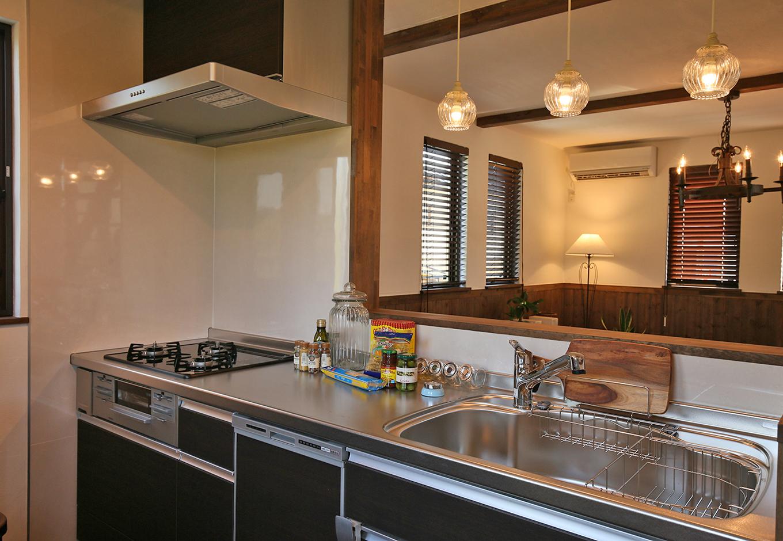 WEEVA富士(BinO富士)考建【収納力、自然素材、屋上バルコニー】LIXILのキッチン「アレスタ」。色はクリエダークでシックなイメージ