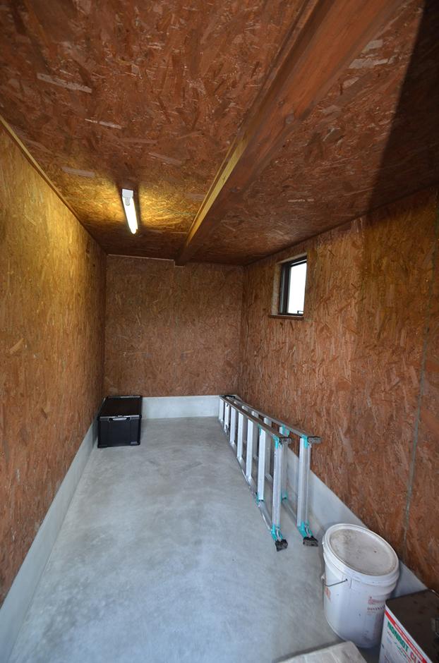 WEEVA富士(BinO富士)考建【収納力、自然素材、屋上バルコニー】広さが4畳ほどある、アウトドアストッカー(外部収納)。自転車・ベビーカー置き場としてやアウトドアグッズ収納など使い方は自由