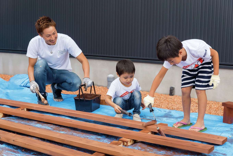 WEEVA富士(BinO富士)考建【デザイン住宅、趣味、自然素材】塀は自分たちで製作中。「家族で過ごす時間が増えましたね」とご主人