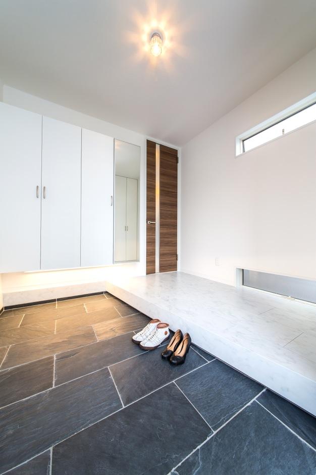 アフターホーム【1000万円台、デザイン住宅、趣味】玄関ホールも白を基調にまとめた