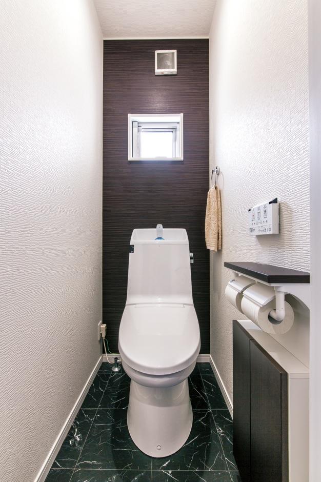 居室と同じカラーで、シックにまとめたトイレ
