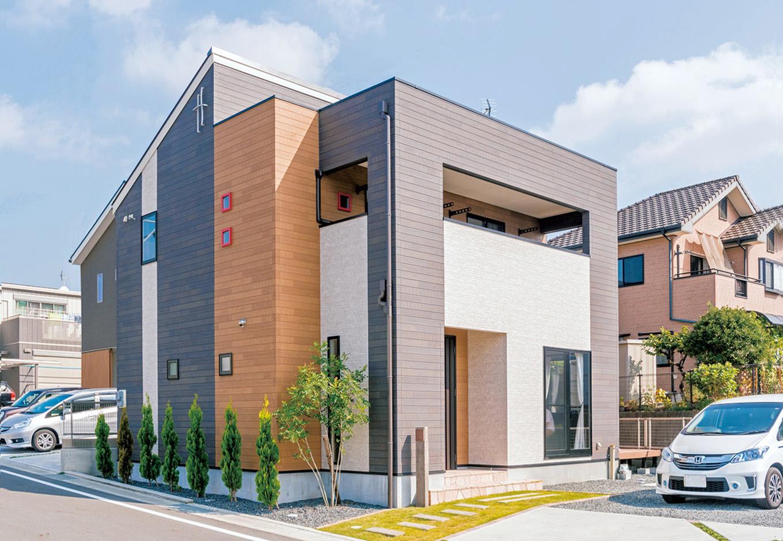 アフターホーム【1000万円台、デザイン住宅、子育て】実際の施工例を何軒か見て回った中で、最も好みに合ったモダンな家を参考にした外観。素材感や配色、デザインともにS さん夫妻のお気に入り