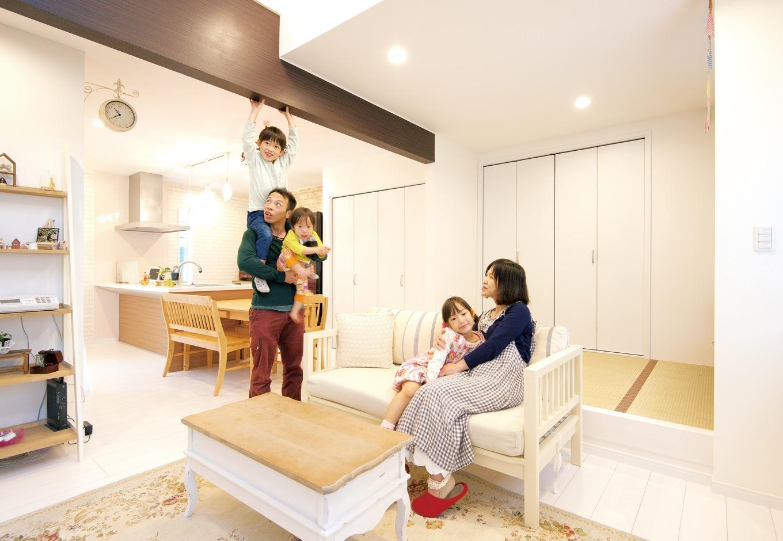 アフターホーム【1000万円台、子育て、狭小住宅】キッチン、ダイニング、リビングは、それぞれが独立しながらも一つの大空間に。最初のプランで提案された、リビングの開放感のある吹き抜けはそのまま採用