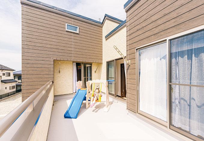 アフターホーム【1000万円台、子育て、間取り】家族揃ってバーベキューもできる、ゆとりの広さのバルコニー