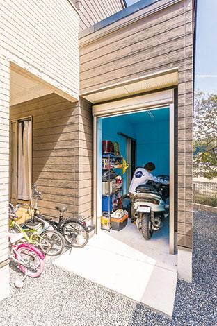 アフターホーム【1000万円台、子育て、間取り】休日に心おきなく愛車の手入れができる、ご主人念願のバイク専用ビルトインガレージ