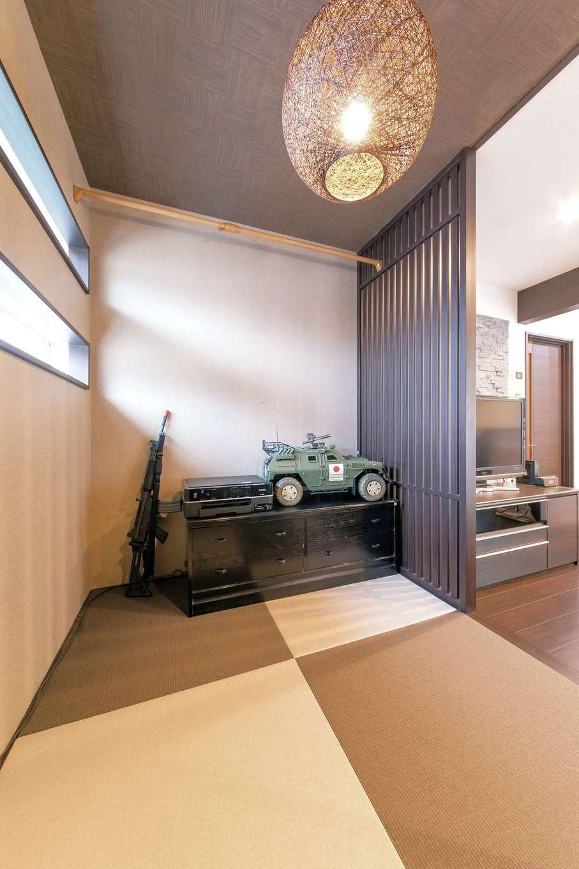 和室コーナーはご主人のくつろぎスペース。趣味のホビーを眺めながらごろりと横になるのも至福のひと時