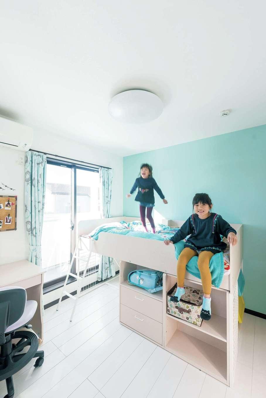 アフターホーム【1000万円台、デザイン住宅、子育て】子ども部屋は今のところ2人一緒に使用。テーマカラーは姉妹2人で決めた
