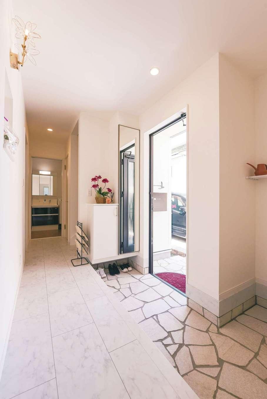 アフターホーム【デザイン住宅、間取り、インテリア】自然石の乱貼りが一般的なタイルにはない高級感を演出