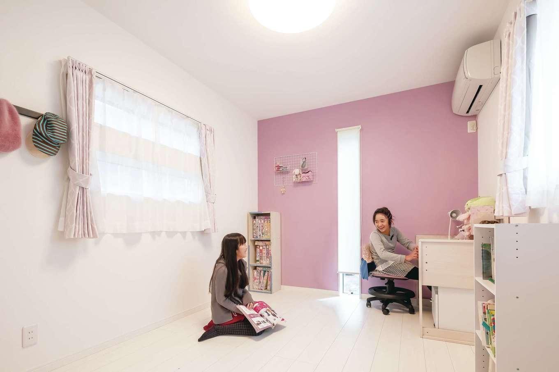 アフターホーム【デザイン住宅、二世帯住宅、間取り】念願の個室ができて大喜びの姉妹。遊びに来た友達みんなが「かっこいい家だね!」と言ってくれるのが嬉しい♪