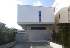 狭い敷地を合理的に計画した混構造の家