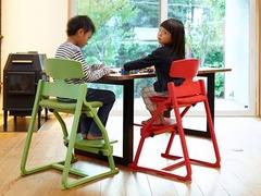 子供たちの姿勢を守る椅子『アップライト』