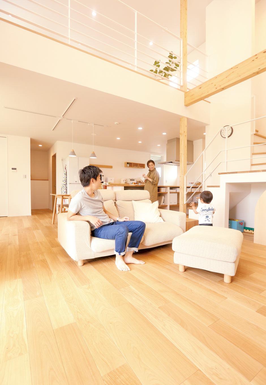 Asobi-創家(アソビスミカ)/ナカジツ【1000万円台、省エネ、建築家】自由設計の空間。建築家によるハイデザイン空間を実現。フルオーダーだから、オシャレなだけでなく、Iさんご家族の毎日の暮らしが快適になる工夫がいっぱい。床は全面無垢フローリング。LuxeⅢのI 邸は、Q 値1.74、UA 値0.49、C 値1.0以下と、高気密・高断熱の空間を実現