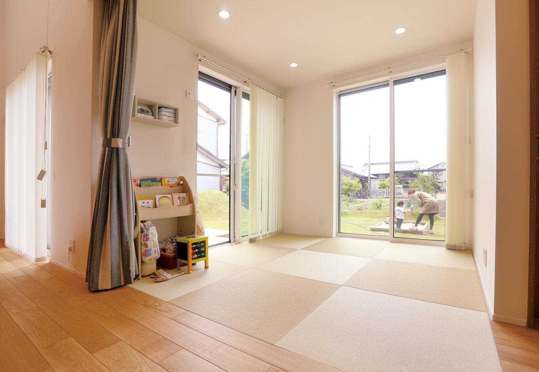 Asobi-創家(アソビスミカ)/ナカジツ【1000万円台、省エネ、建築家】LDKには畳スペースも設置。日向ぼっこが気持ちいい