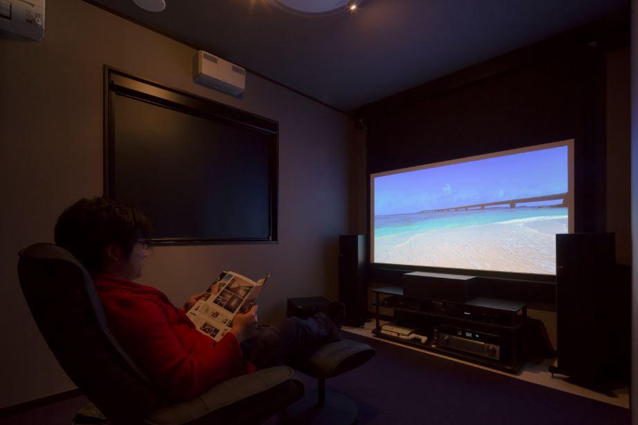 朝日住宅【デザイン住宅、趣味、間取り】大画面と大音量で映画を楽しめるシアタールーム