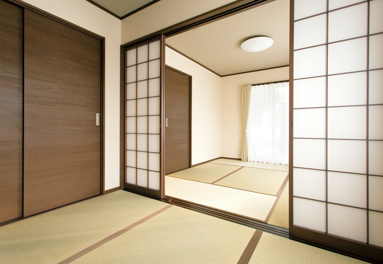 朝日住宅【デザイン住宅、二世帯住宅、間取り】両親のために2間続きの和室を用意した。寝室や仏間として活用する予定