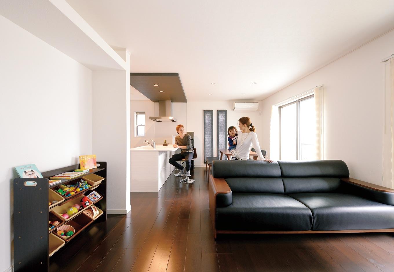 モダンながら暮らしやすい 共働き夫婦の生活を支える家