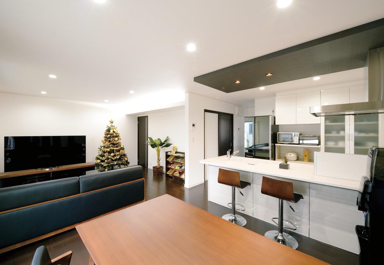 朝日住宅【デザイン住宅、収納力、間取り】内装に合わせ、家電やインテリアもすべて同系色で揃えた