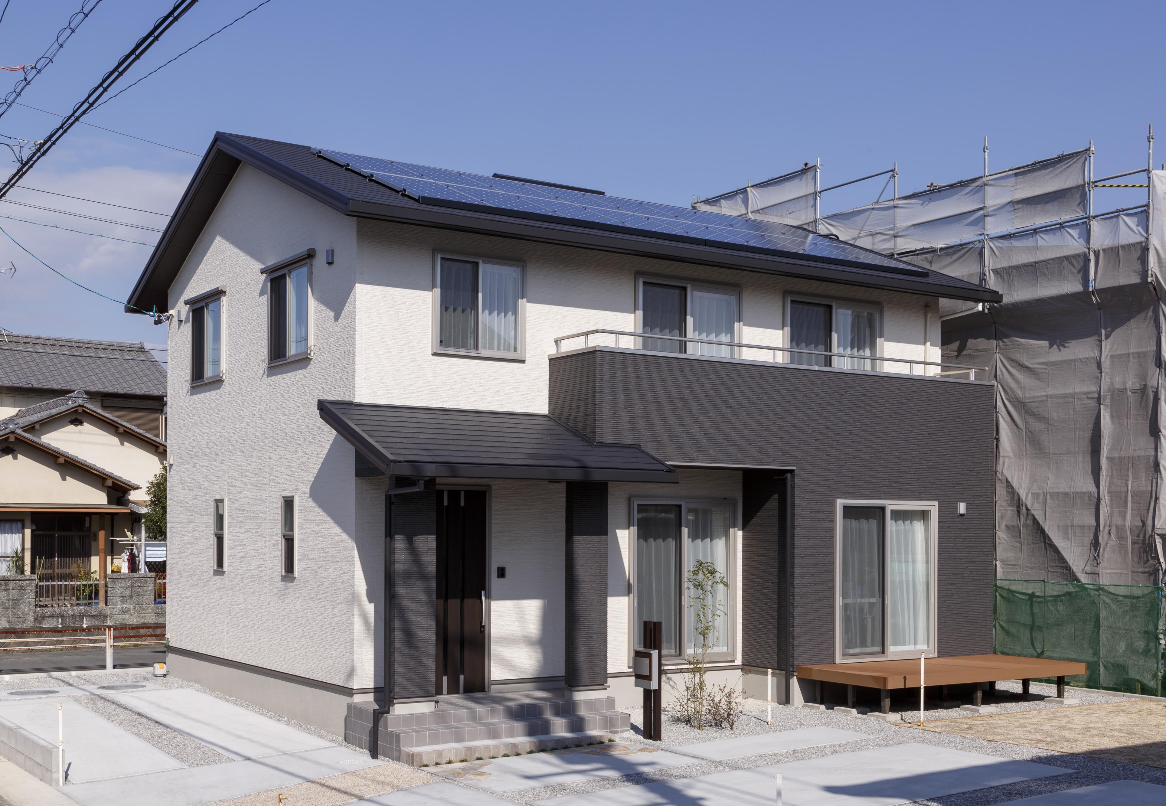 朝日住宅【収納力、省エネ、間取り】ゼロ・エネルギー・ハウスを目指して設計された、『朝日住宅』の人気商品「ゼロ・エネ アイオス」シリーズ。5タイプから間取りを選択可能で、太陽光発電・HEMS・エコキュートを標準装備しながらワンプライス1,750万円(税別)を実現