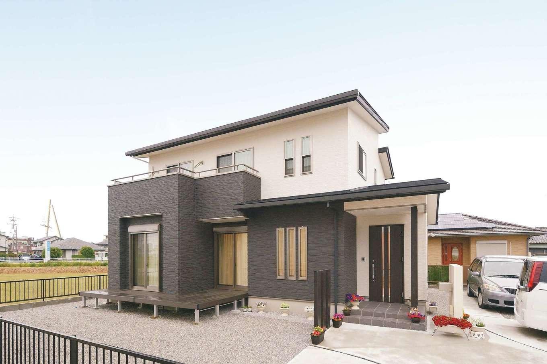 朝日住宅【デザイン住宅、省エネ、間取り】外観もモノトーンで統一。外壁は光触媒でメンテナンスフリーなのがうれしい