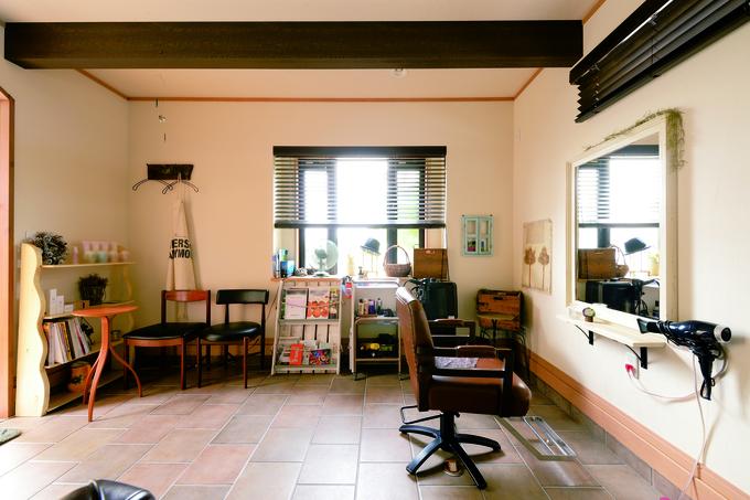 アンティークのように輝きを増す 手づくりの家具や遊具に囲まれる日々