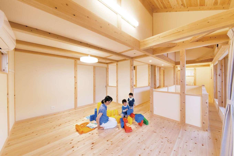 田畑工事【自然素材、省エネ、間取り】廊下や吹抜けとの仕切りを設けず、オープンな造りにした子ども室。子どもの成長に合わせて仕切ることも可能