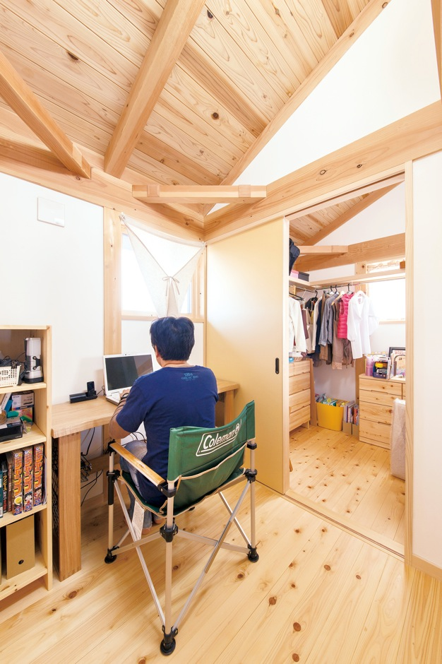 田畑工事【二世帯住宅、自然素材、間取り】2 階に設けたご主人の書斎