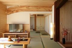 和の趣を感じて・・・古材を魅せる『板倉造り』の二世帯住宅