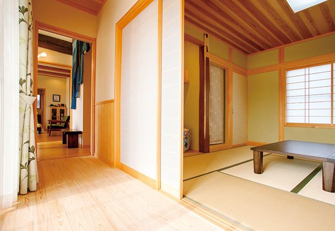 村木建築工房【和風、二世帯住宅、自然素材】広縁付きの端正な客間は共有空間