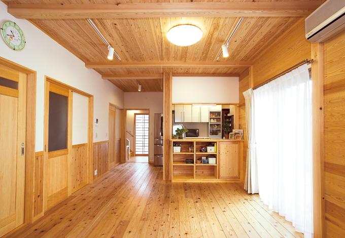 ムダのない効率的な収納設計と天竜無垢材の心地よい家