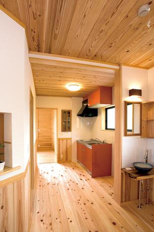 村木建築工房【和風、自然素材、間取り】2階の廊下にはミニキッチンをしつらえた
