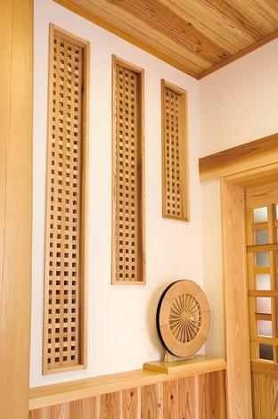 村木建築工房【和風、自然素材、間取り】桧の幕板や格子の飾りなど、和風建築美の意匠が施されている