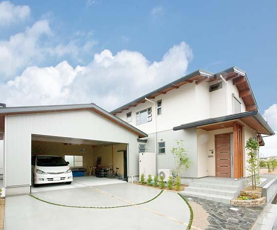 村木建築工房【和風、自然素材、ガレージ】広いガレージは車庫兼スキーのチューニング場