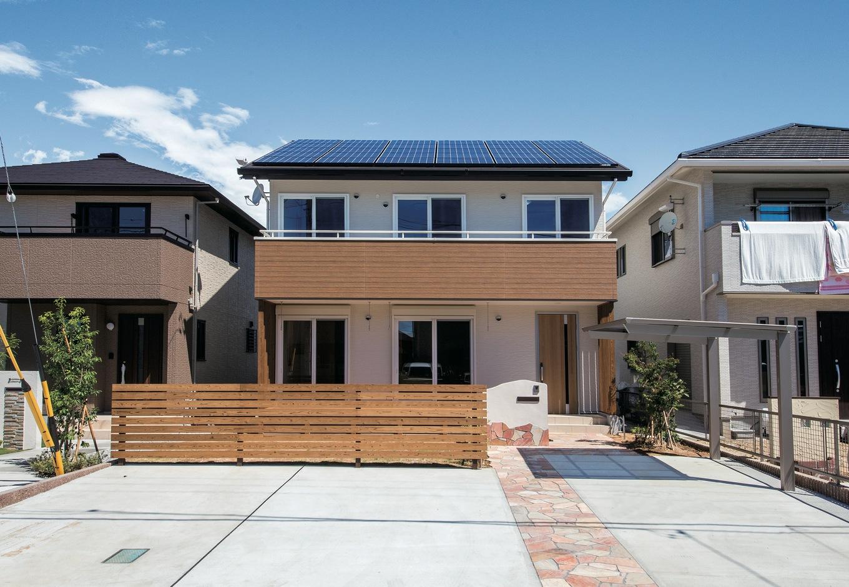 飽きのこないシンプルモダンの外観。6kWの太陽光発電を搭載し、創エネ&省エネを実現
