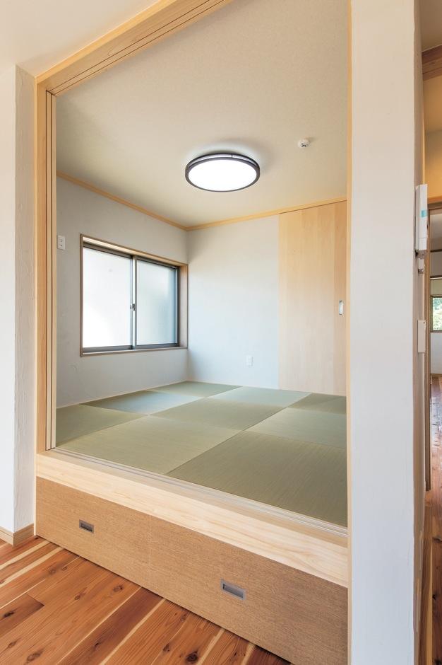 水田建設【デザイン住宅、自然素材、省エネ】小上がりの和室はご両親が遊びに来た時のことを考えて設けた空間
