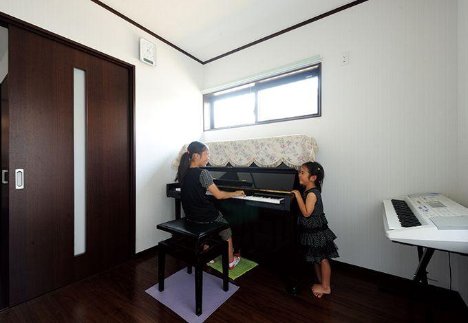 水田建設【子育て、収納力、自然素材】お隣を気にすることなく、いつでも思う存分レッスンできるピアノ室