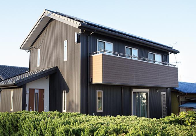 水田建設【1000万円台、子育て、収納力】濃いグレーでシンプル&シックにまとめた外観