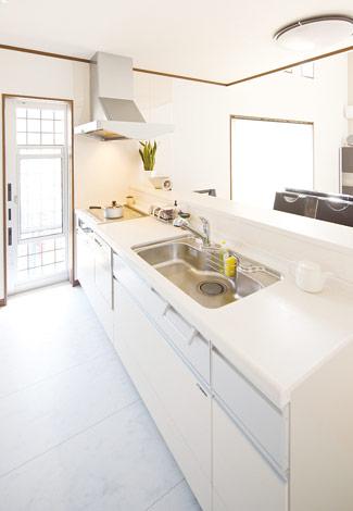 水田建設【1000万円台、二世帯住宅、間取り】奥様とお母様が同時に使うこともあるキッチンは広々